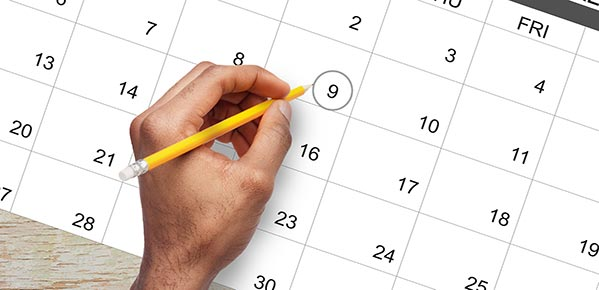 male-hand-marking-circle-on-calendar-as-a-reminder